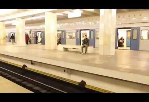 Loco que salta las vías del tren